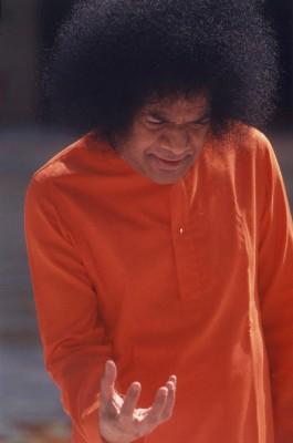 http://www.sathyasai.org/imagesSrini/divinehand4.jpg